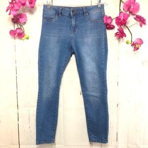 d.jeans LIGHT WASH DENIM STRETCH SIZE 6